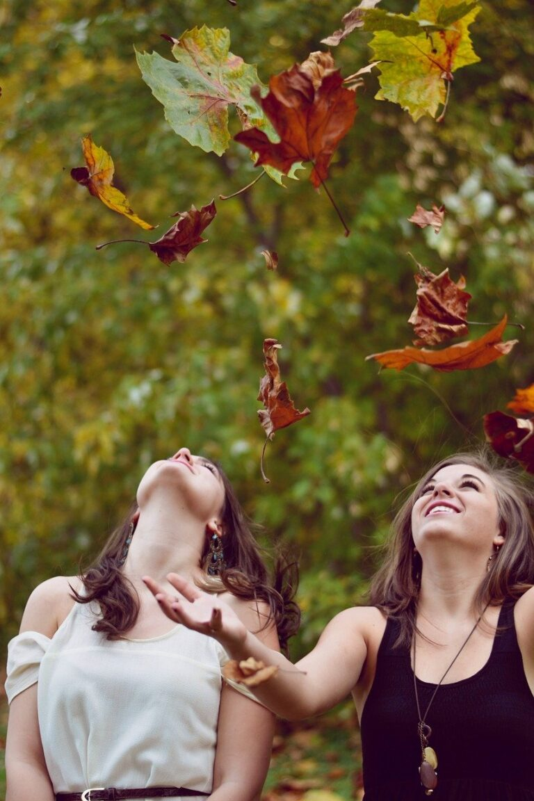 autumn, leaves, girls